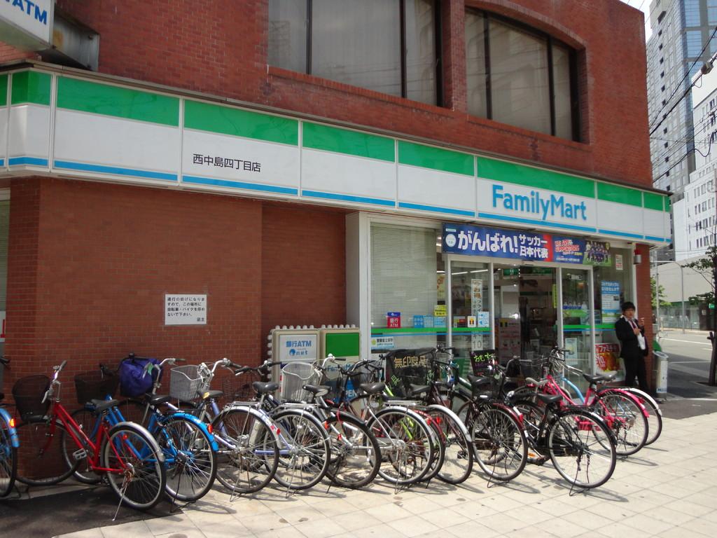 ファミリーマート 西中島4丁目店