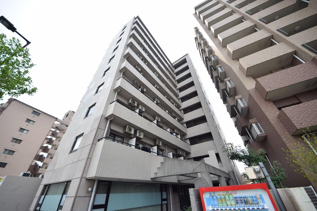 重厚感のある10階建てマンション