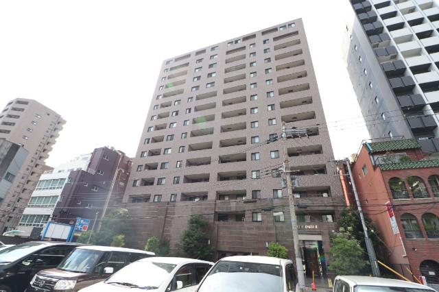 735293/RC造の15階建てマンションです